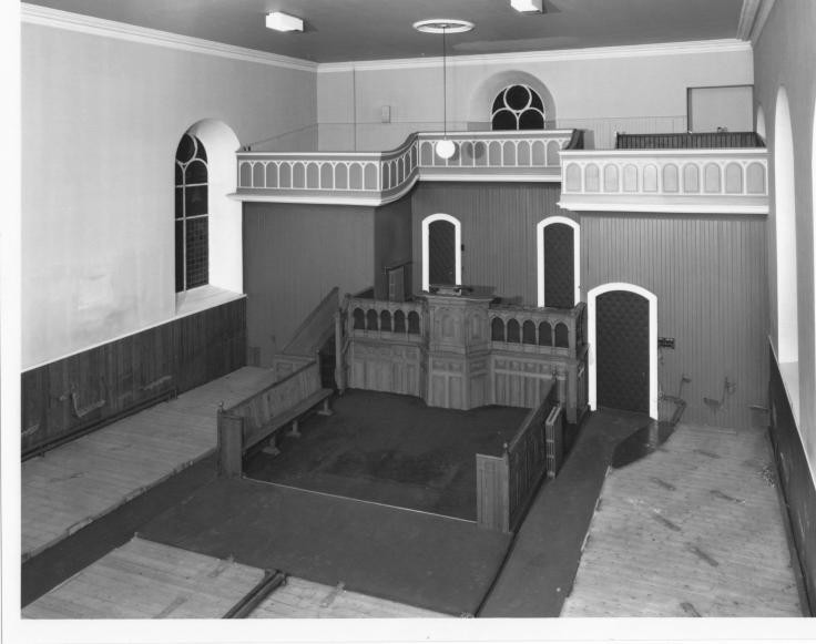Interior de la iglesia antes de convertirse en la librería Leakey's